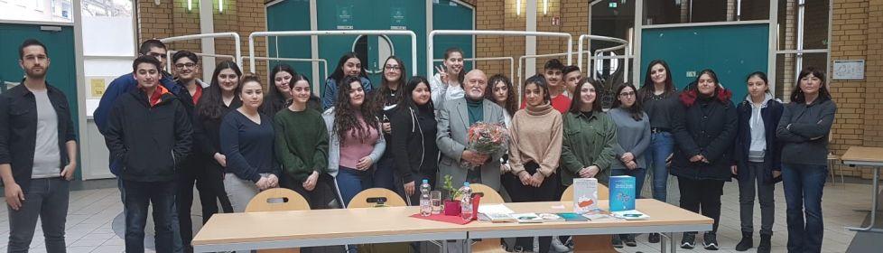 Dichter Mevlüt Asar zu Gast an der Anne-Frank-Gesamtschule