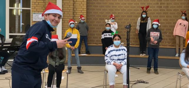 Musikalische Weihnachtsgrüße sendet uns allen die Klasse 6.4