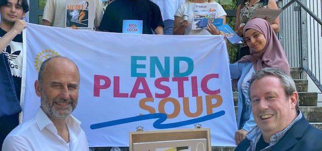 Rotary Club Hörde spendet Umweltbildungskoffer